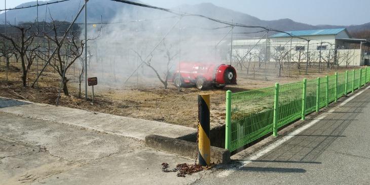경북도 (2-1)석회유황합제_살포.jpg