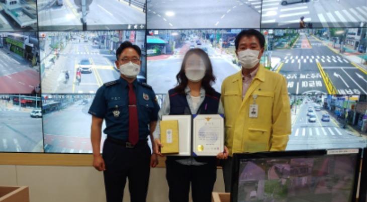 [안전재난과]상주시 CCTV통합관제센터 모니터요원 상주경찰서장 감사장 받아.jpg